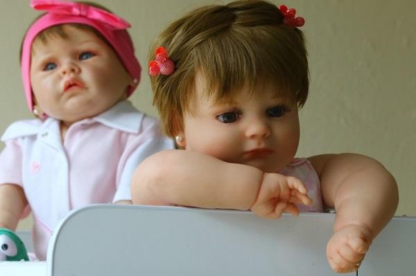 4ba2891c3f O kit das bonecas do atelier vem também com pente e escova de cerdas  macias